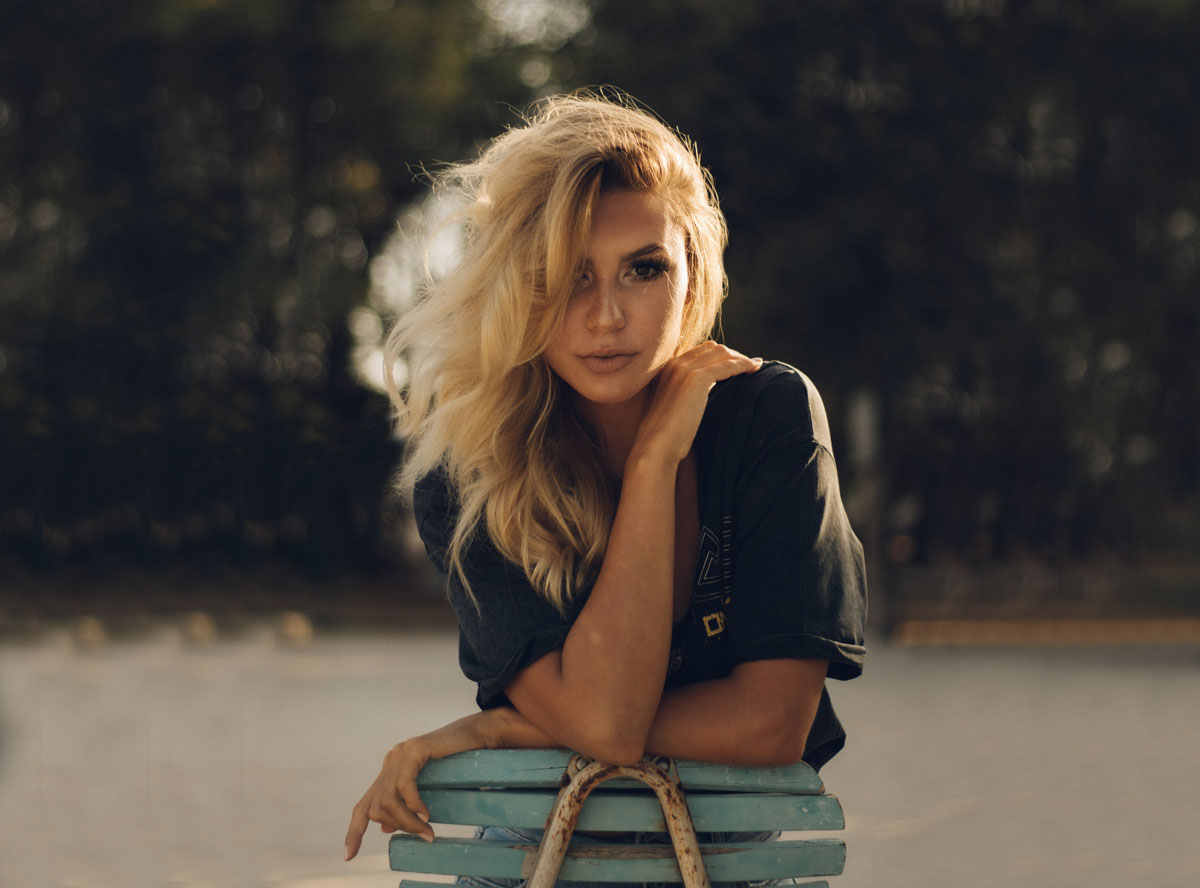 blonde girl with middle wave hair